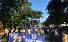 Massa Simpatisan Machfud-Mujiaman Terobos Masuk Halaman KPU Surabaya