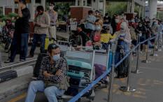 Antrean Rapid Test Antigen Mengular di Bandara Soetta