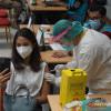 Sebagian Warga di 98 RW Jakarta Pusat Terima Vaksin AstraZeneca