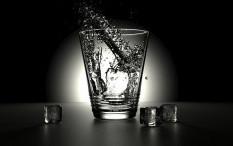 [Hoaks atau Fakta]: Kulit Alami Kerusakan Jika Minum Air Terlalu Banyak