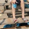 Sandal Paling Nyaman Buat Nongkrong Di Pantai