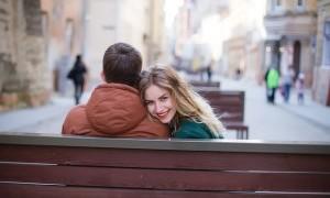 3 Trik Sederhana untuk Membuat Perempuan Tersenyum Kembali