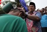 Warga Tangerang Keramasan Berjamaah di Sungai Cisadane