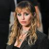 Miley Cyrus Menyanyikan Help Dari The Beatles Di Stadion Kosong