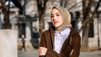 Adelia Wilhelmina Rilis Single Perdana 'Insya Allah di Jalan-Mu'