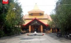 Patung Dewi Kwan Im Setinggi 20 Meter di Klenteng Sanggar Agung