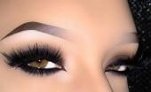 Empat Langkah Mudah Mengaplikasikan Eyeliner Secara Kilat