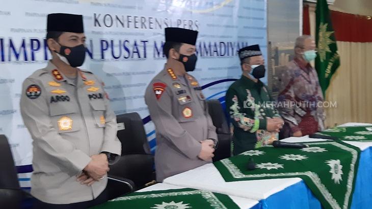 Kapolri Jenderal Listyo Sigit Prabowo (kedua kiri) saat bersilaturahmi ke PP Muhammadiyah, Jumat (29/1). (Foto: MP/Kanugrahan)