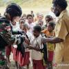 Satgas Pamtas Bagikan Tas Sekolah di Pegunungan Bintang Papua