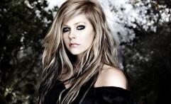 Avril Lavigne Jadi Selebrita Berbahaya di Internet