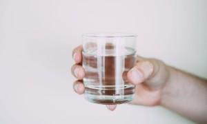 Apa Pentingnya Minum Air Putih Setelah Bangun Tidur?