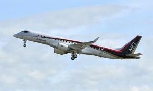 Pesawat Jet Penumpang Tabrak Truk di Bandara Los Angeles