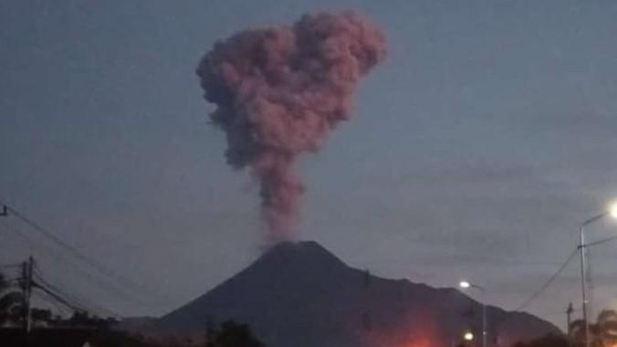 Gunung Merapi Erupsi