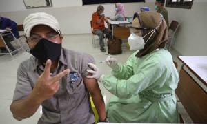 Gojek-Halodoc Manjakan Para Lansia dalam Program 10.000 Vaksinasi COVID-19