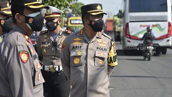 Kapolresta Cirebon Kombes Arif Budiman memimpin Penyekatan di jalur tol dan arteri. (Foto: MP/Mauritz)