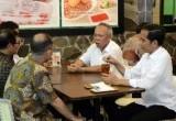 Jokowi Pamer Makan Bakso Bareng Menteri di Vlog Terbaru