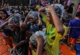 Sambut Bulan Ramadan, Warga Pesisir Cisadane Mandi dan Keramas Massal
