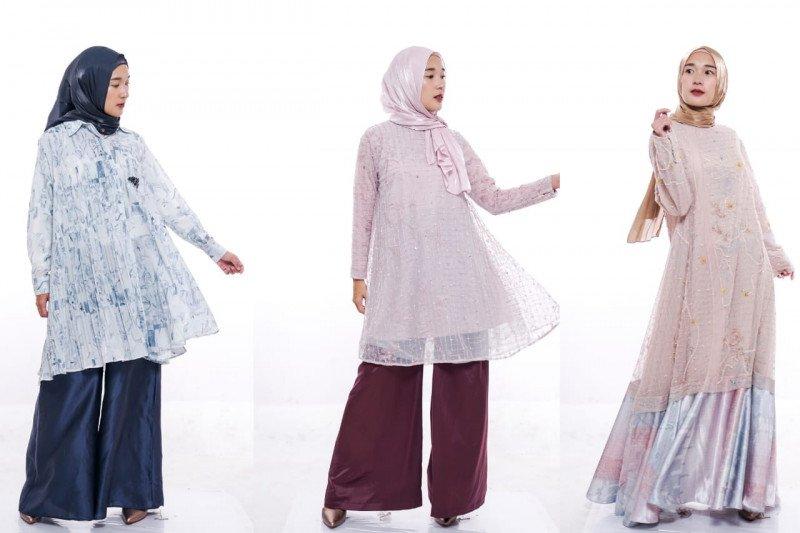 """Koleksi """"Bias"""" Ria Miranda melalui pergelaran fesyen """"Raya Stream Fest"""" yang disiarkan dalam laman YouTube, Rabu (20/5/2020). (Foto: ANTARA/Ria Miranda)"""