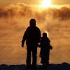 Berani Baru, Jadi Bapak Rumah Tangga Jaga Anak dan Usaha Online