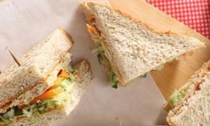 Isi Perut di Senin Pagi dengan Variasi Sandwich Gandum Sehat