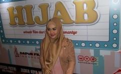 Pengalaman Eddies Adelia Memakai Hijab