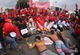 Sisi Lain Aksi Buruh di Istana Negara
