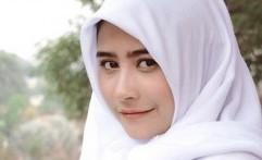 Prilly Rilis Teaser Single Religi 'Hidup Hanya Sekali'