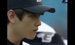 Jadi Pelempar Bola Pertama di Pertandingan Bisbol, Baekhyun EXO Tampil Karismatik