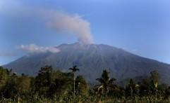 4 Bandara Ditutup Akibat Erupsi Gunung Raung