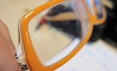 Cara Mudah Hilangkan Goresan di Kacamata