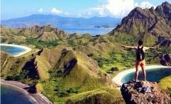 Nikmati Pemandangan Indah dari Atas Bukit Pulau Padar NTT