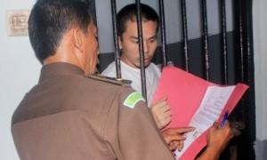 Jaksa Tuntut Muncikari RA 16 Bulan