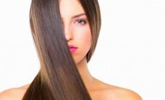 5 Langkah Mudah Meluruskan Rambut Keriting Tanpa ke Salon