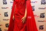 Penampilan Cantik Gaun Merah Isyana Sarasvati