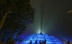 "Ulang Tahun PBB, Borobudur ""Membiru"""