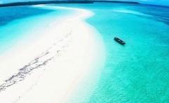 Pantai Ngurtafur, Menikmati Sensasi Berjalan di Tengah Laut