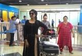 Suasana Kedatangan Paridhi Sharma dan Lavina Tandon di Bandara