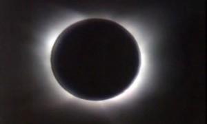 Gerhana Matahari Total Terjadi Besok, Bisa Dilihat di Mana Saja?