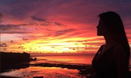 Bangga, Farah Quinn Bandingkan Keindahan Sunset di Uluwatu dan Arizona