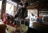 Pembuat Ikan Asin di Tepi Pantai Tangerang Utara