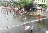 Suasana Upacara HUT RI Warga Solo di Sungai Anyar