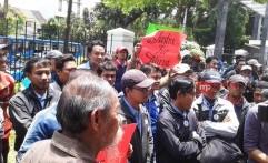 500 Karyawan Ayah Mirna Lakukan Aksi Solidaritas di PN Jakarta Pusat