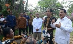 Prabowo Saksikan Debat Pilkada di Rumahnya