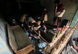 Pramuka Penggalang Bantu Warga Bersihkan Sisa Banjir di Total Persada