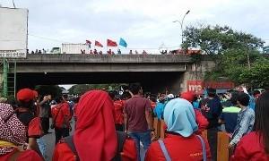 Buruh: Kami Bakal Lawan Keputusan Gubernur Anies