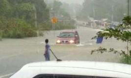 Jalan Raya Gantung Menuju Dusun Selumar Putus