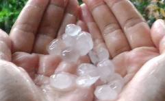 Kota Bandung Kembali Dihantam Hujan Es