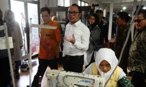 Menteri Hanif Imbau Masyarakat Jangan Malu Jadi TKI, Karena...