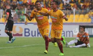 Sriwijaya FC Bantai Persegres 10-2