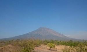 Ternyata Hoax, Foto Gunung Meletus di Medsos Bukan Gunung Agung